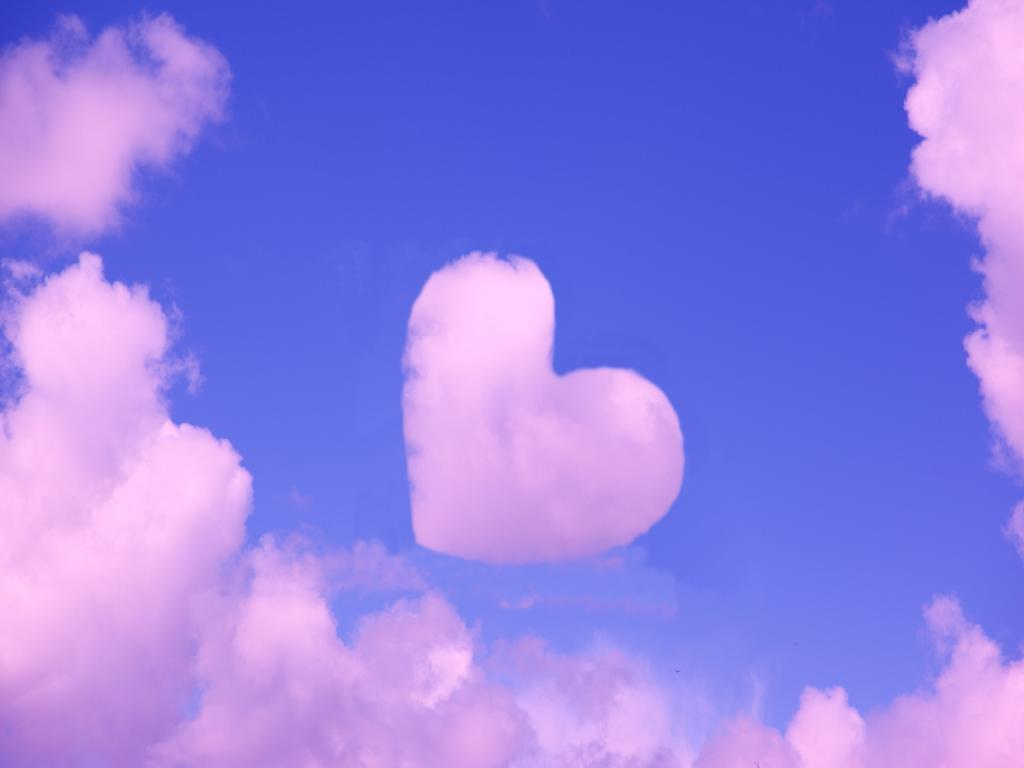 Backgrounds Love The Clouds Power Point Love   Wallpaper PPT Backgrounds
